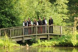 Harsefelder Gästeführerinnen 2012 auf Brücke